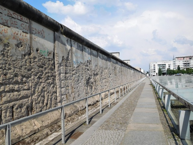 Large stretch of the Berlin Wall